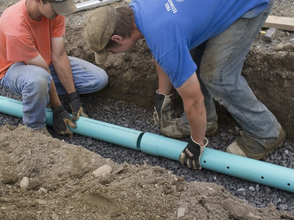pemasangan saluran pembuangan septic tank